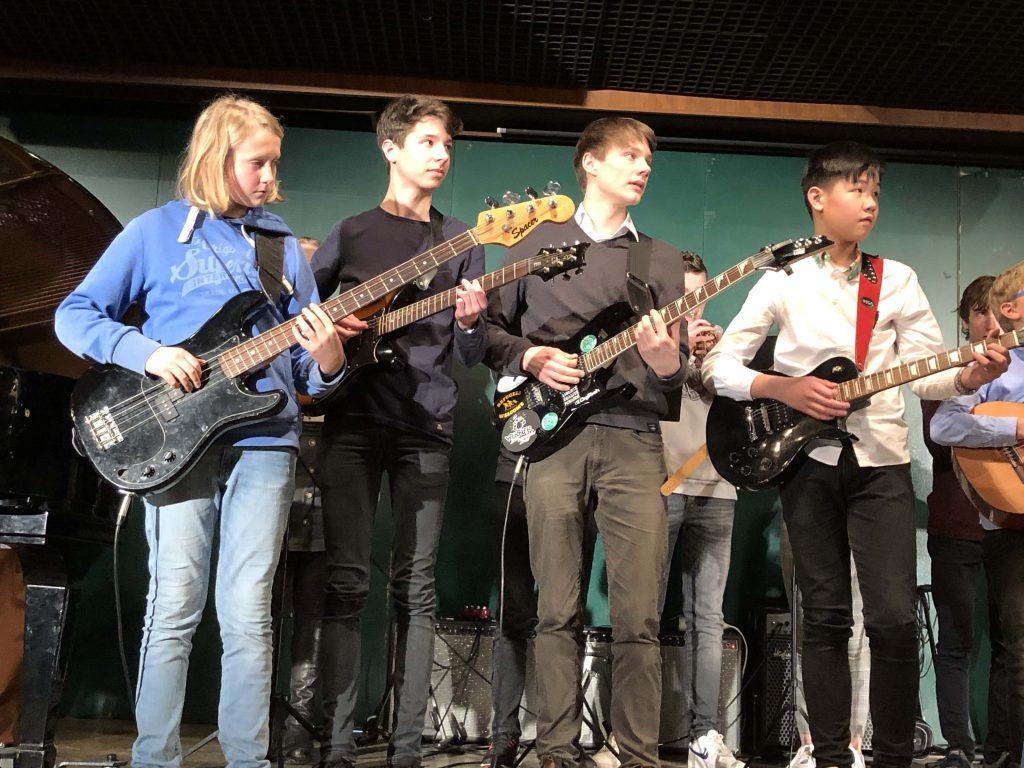 """Vielen Dank an die Band unter der Leitung von Herrn Drexl für den musikalischen Abschluss mit dem Mutmacher """"Eye of the Tiger""""."""